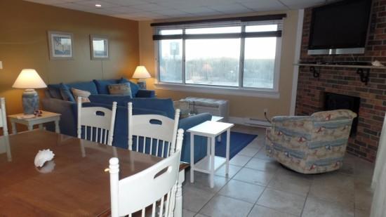 2 Bedroom Deluxe Unit 100 Oceanfront Condos For Rent Ocean City Md